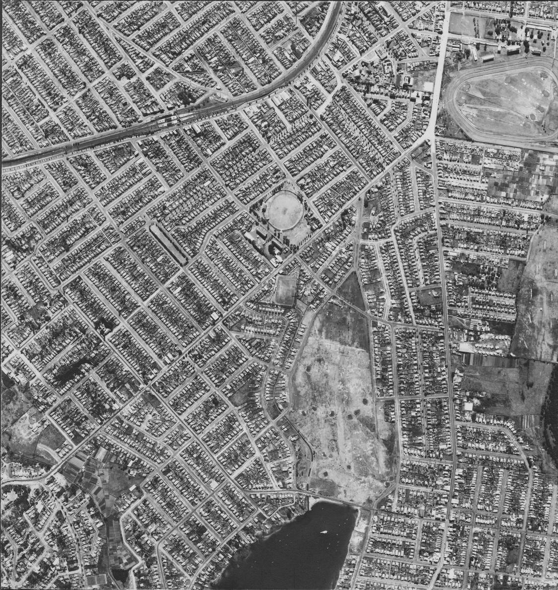 Allawah & Beverley Park 1951 - Sydney aerial photo.jpg